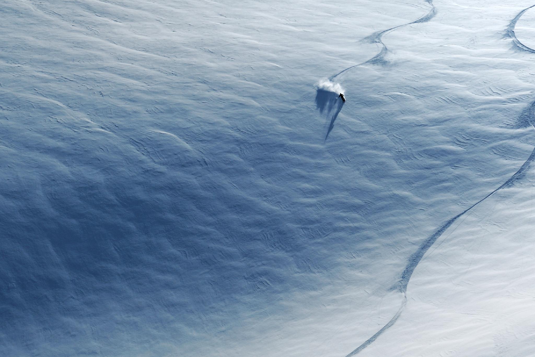 Sturm am Berg – Blick in die Schneedecke